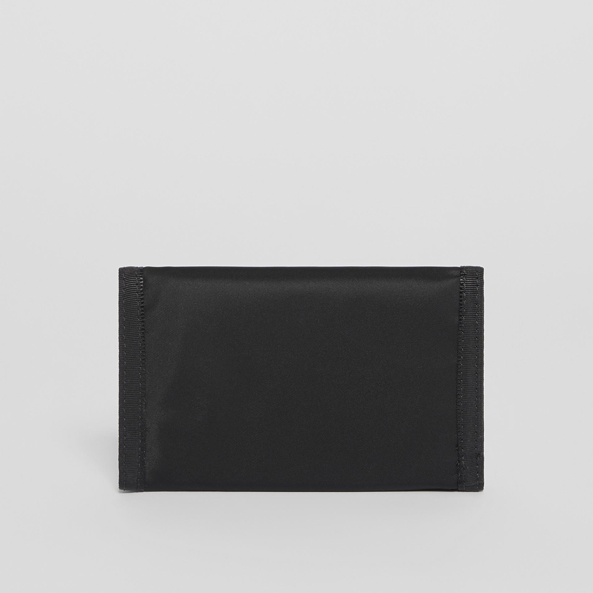 Carteira de viagem de nylon com estampa de logotipo (Preto/branco) | Burberry - galeria de imagens 4