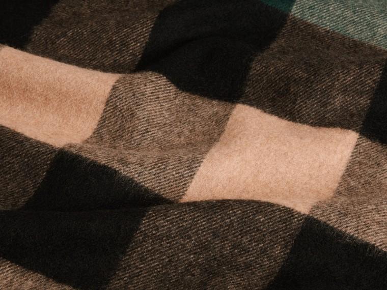Verde scuro/cammello Sciarpa in cashmere con motivo check oversize Verde Scuro/cammello - cell image 1