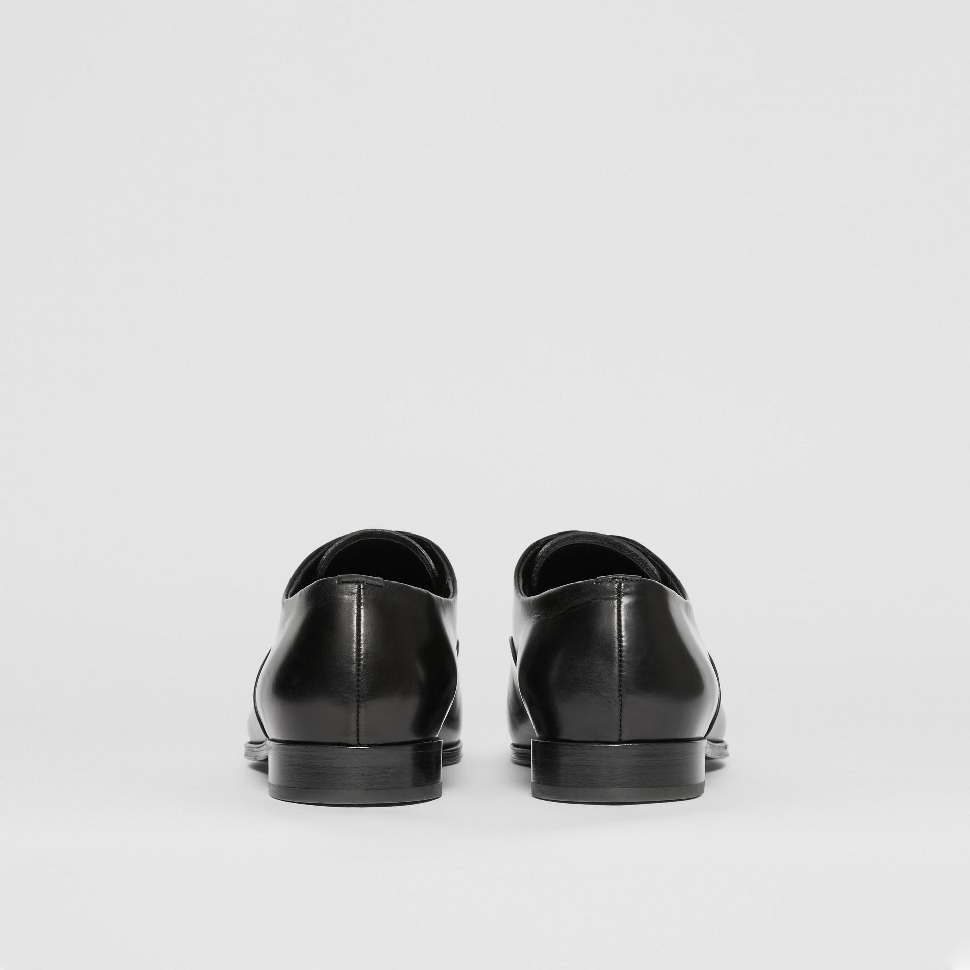 レザー・オックスフォードシューズ (ブラック) - メンズ | バーバリー - ギャラリーイメージ 3