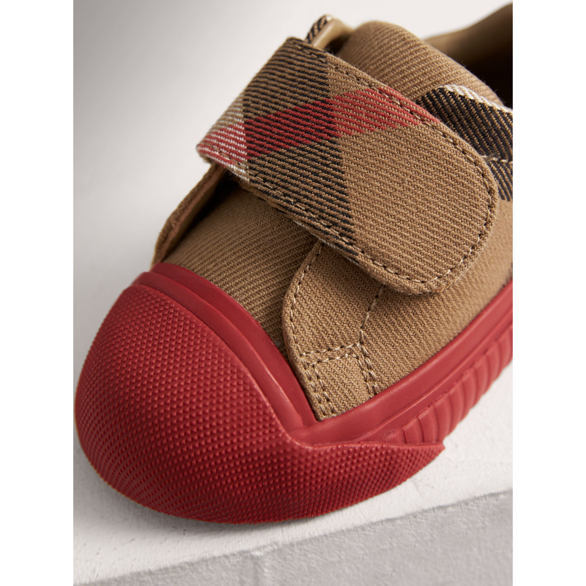 Sneakers en coton House check et cuir (Classique/rouge Parade) | Burberry - photo de la galerie 1
