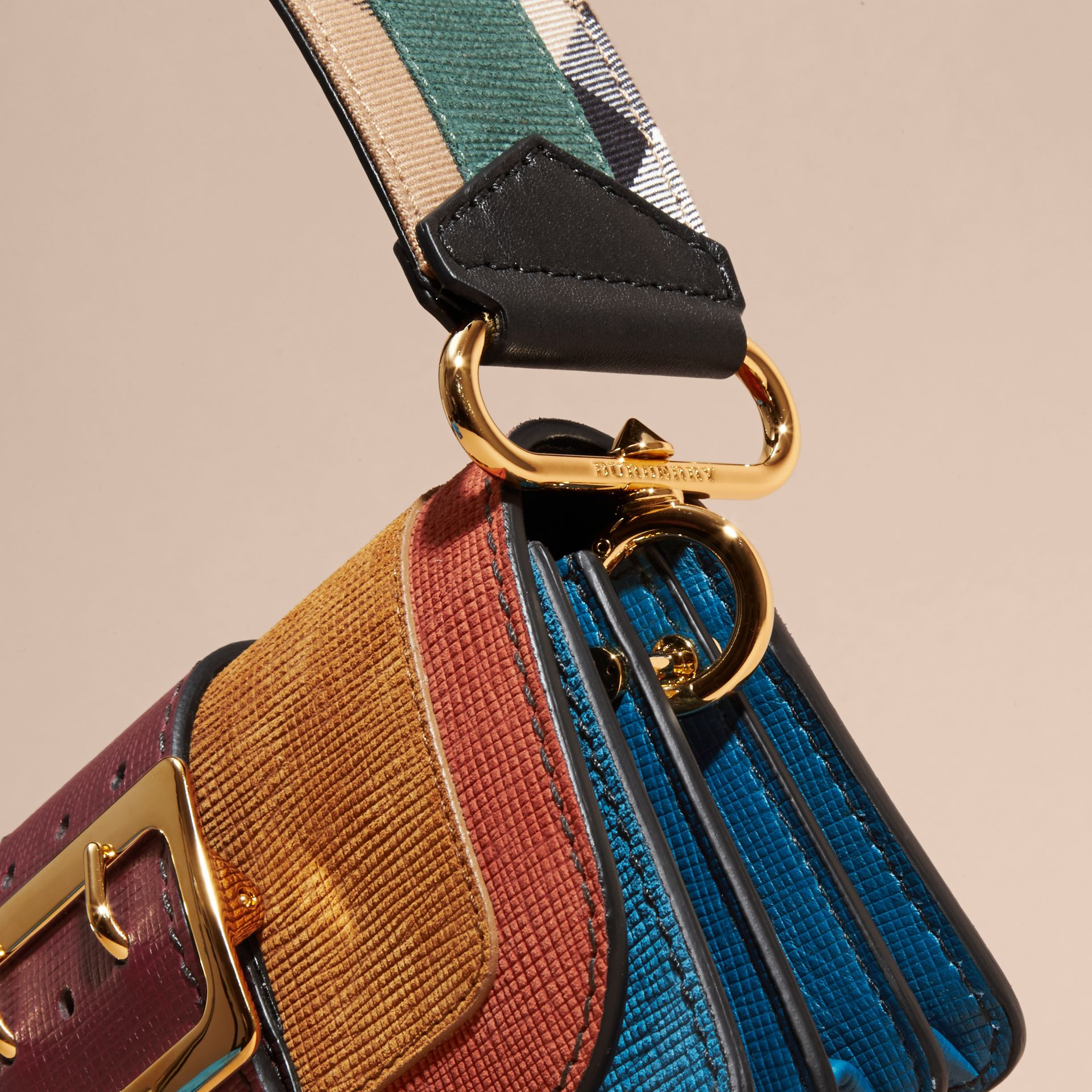 The Small Buckle Bag aus strukturiertem Leder (Cognacfarben) - Galerie-Bild 7