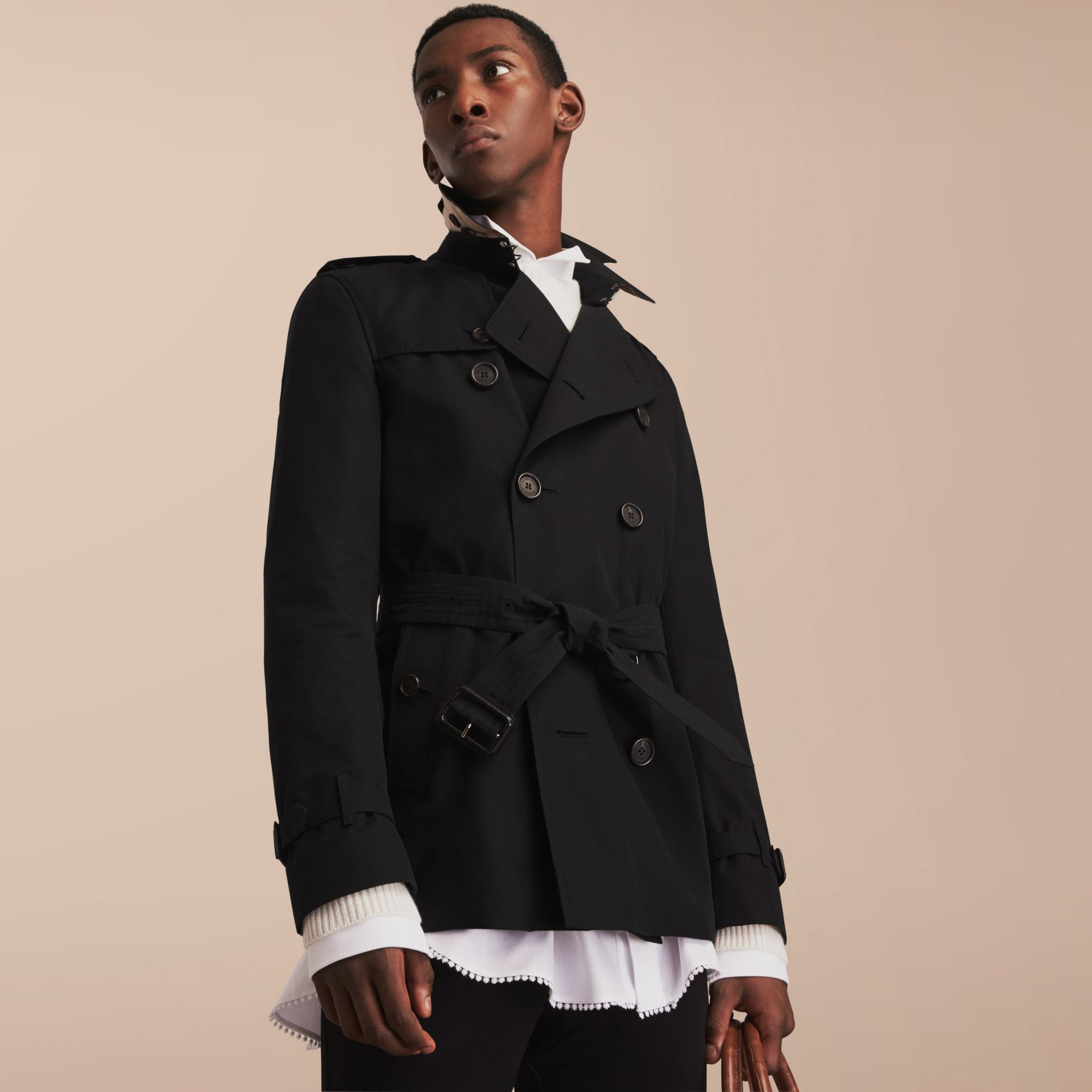 The Kensington – Short Heritage Trench Coat in Black - Men | Burberry - gallery image 7