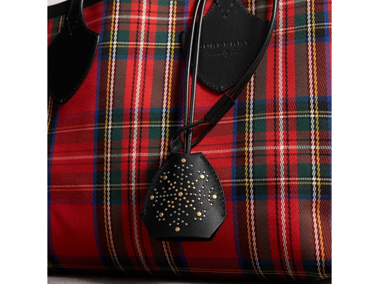 Riveted Leather Lanyard Key Charm in Black - Women | Burberry United Kingdom - cell image 2