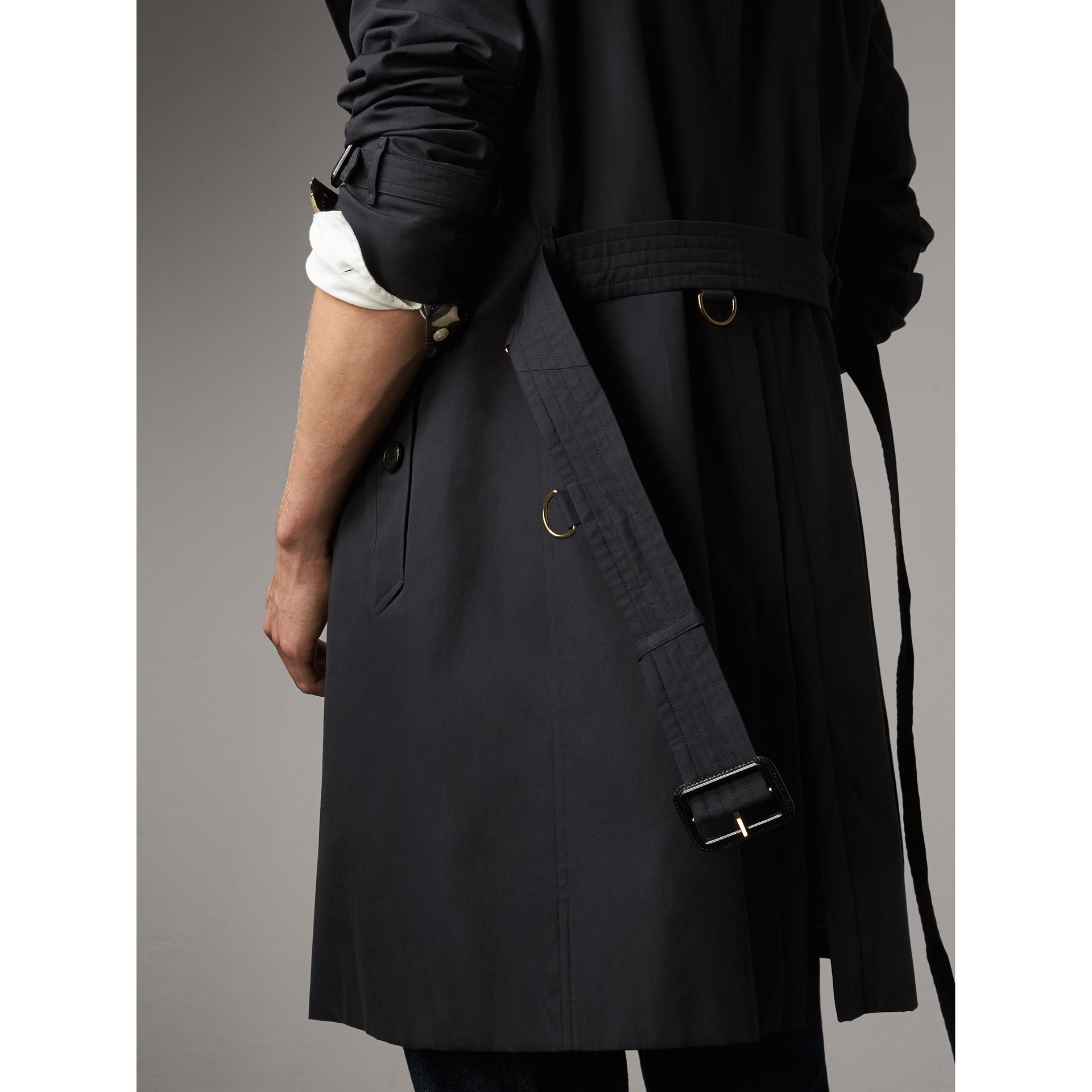 The Kensington – Long Trench Coat in Navy - Men | Burberry United Kingdom - gallery image 5