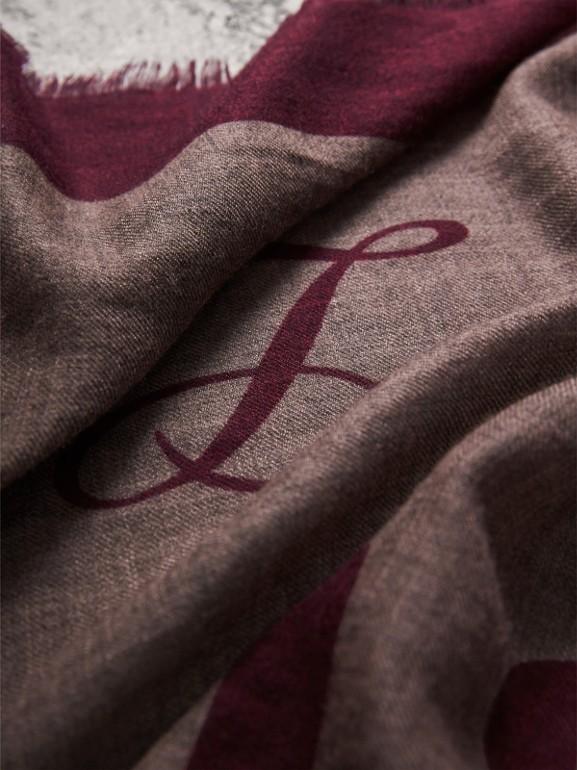 Cachecol leve de cashmere com estampas gráficas (Rosa Bebê) | Burberry - cell image 1