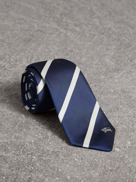 Slim Cut Striped Silk Twill Tie in Navy