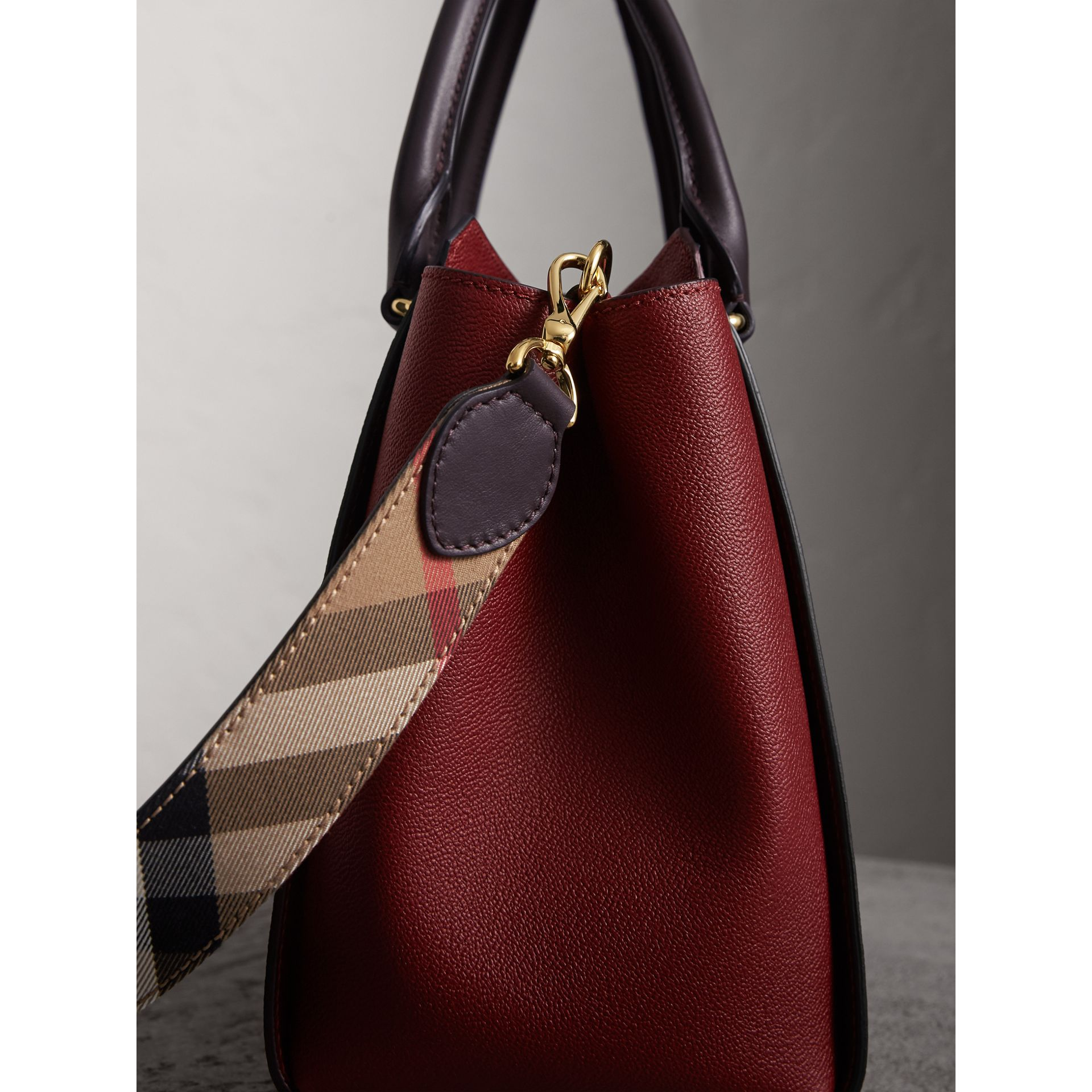 The Medium Buckle Tote in Two-tone Grainy Leather in Burgundy - Women | Burberry United States - gallery image 7
