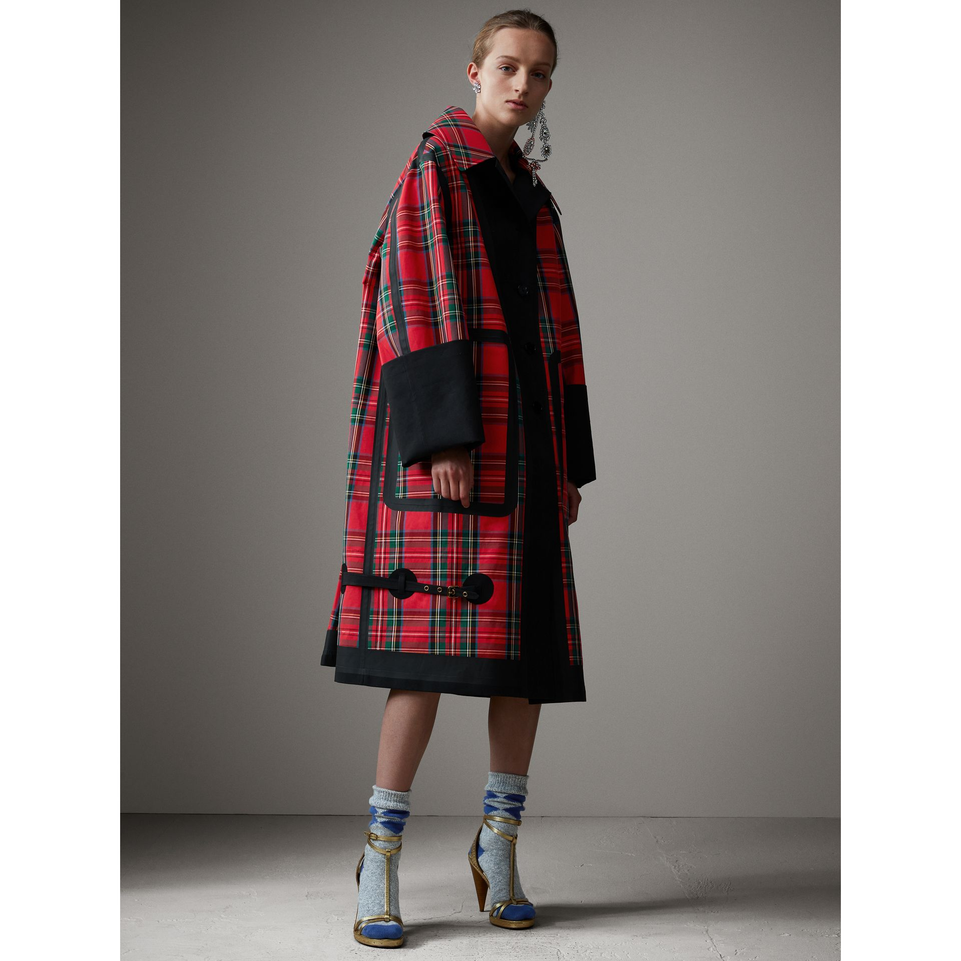 Tartan Bonded Cotton Seam-sealed Oversized Car Coat in Black - Women | Burberry United Kingdom - gallery image 4