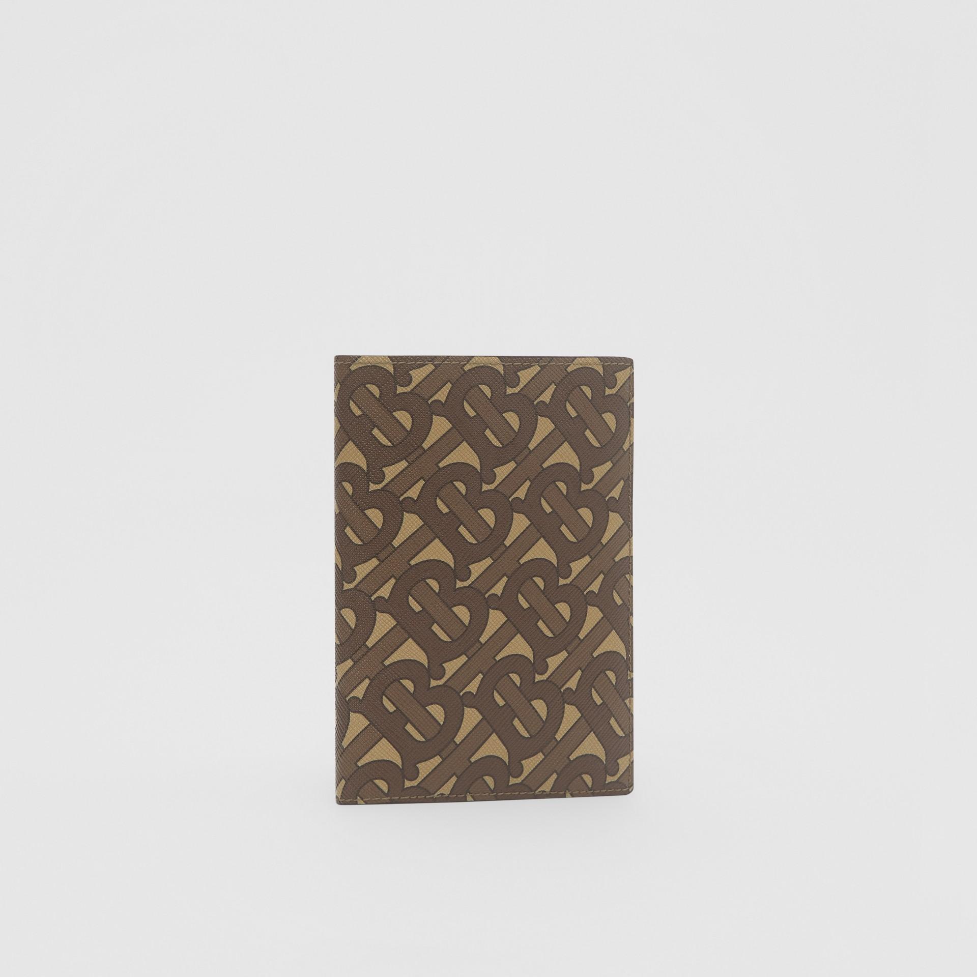 Porta-passaporte de lona ecológica com estampa de monograma (Castanho Couro) - Homens | Burberry - galeria de imagens 3