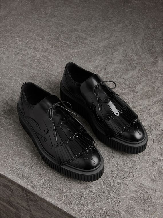 Lace-up Kiltie Fringe Leather Shoes in Black