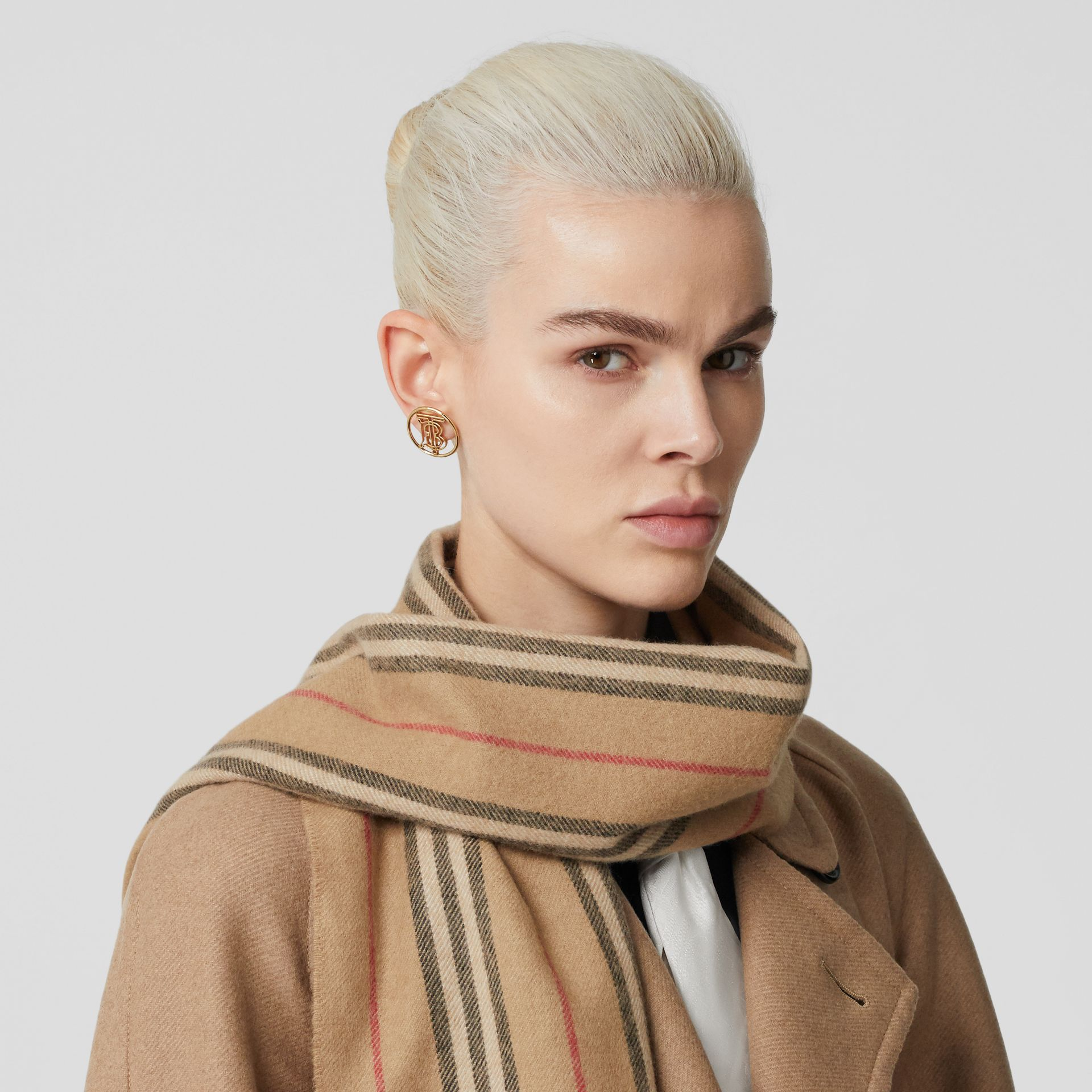 Icon Stripe Cashmere Scarf in Archive Beige | Burberry - gallery image 2