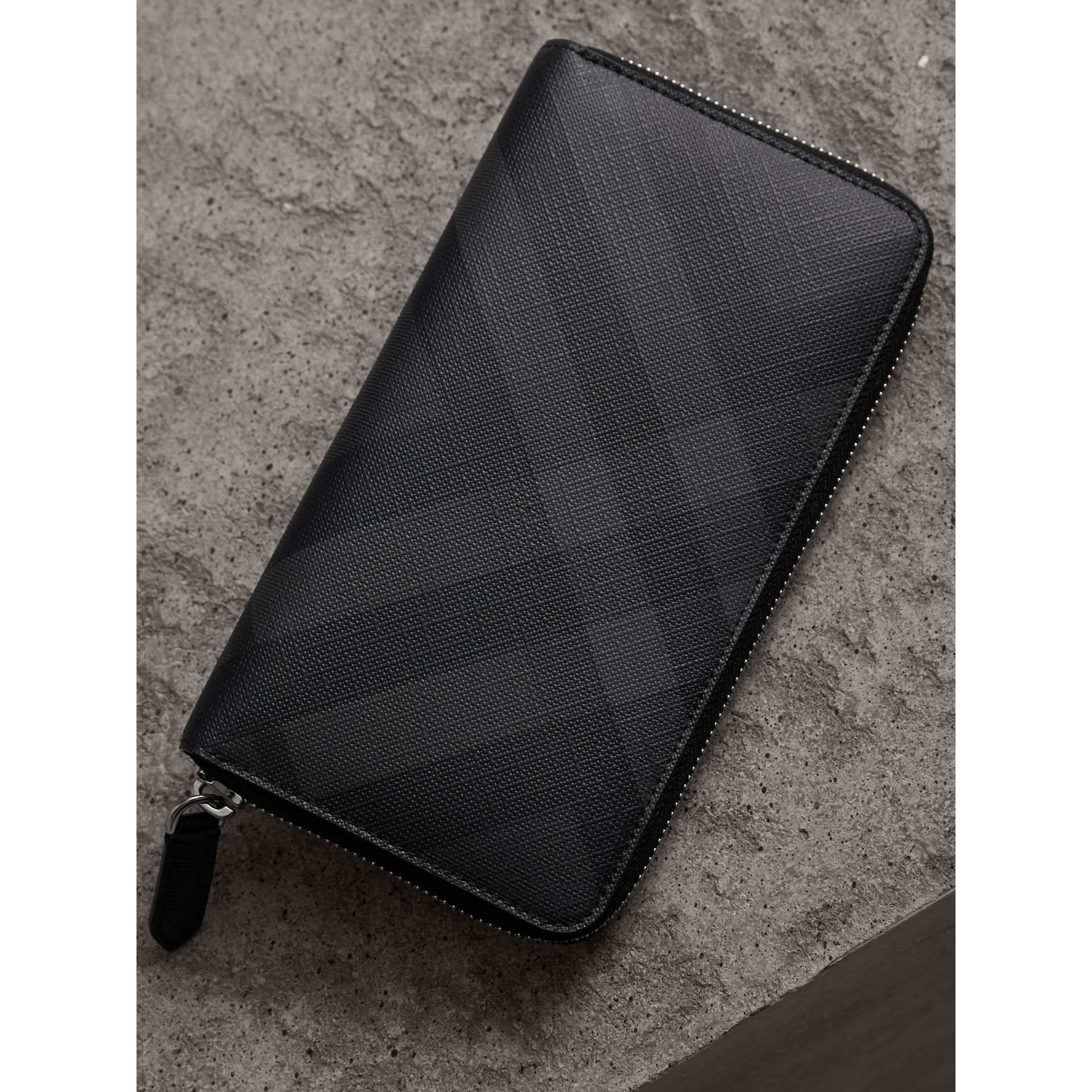 London Check Ziparound Wallet in Charcoal/black - Men | Burberry Australia - gallery image 2