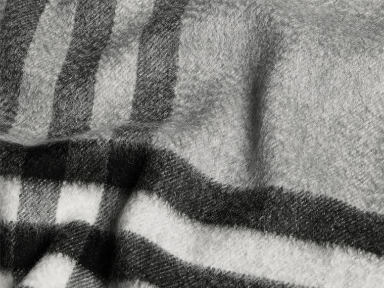 Pale grey The Classic Cashmere Scarf in Check Pale Grey - cell image 4