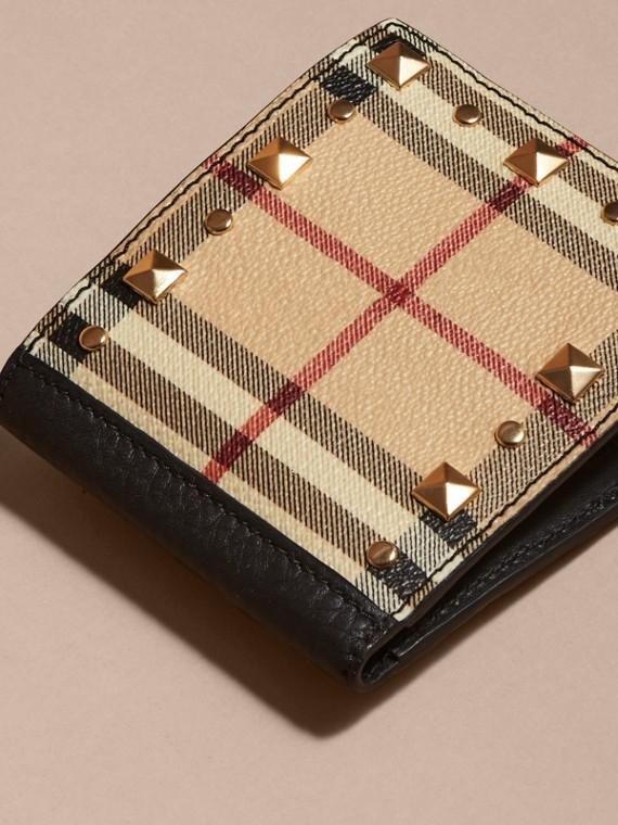 Schwarz Faltbrieftasche aus Leder mit Haymarket Check-Muster und Ziernieten - cell image 2