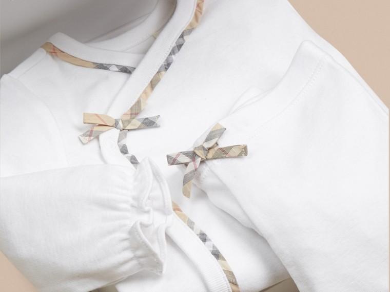 Bianco Set regalo da due pezzi in cotone per neonato - cell image 1