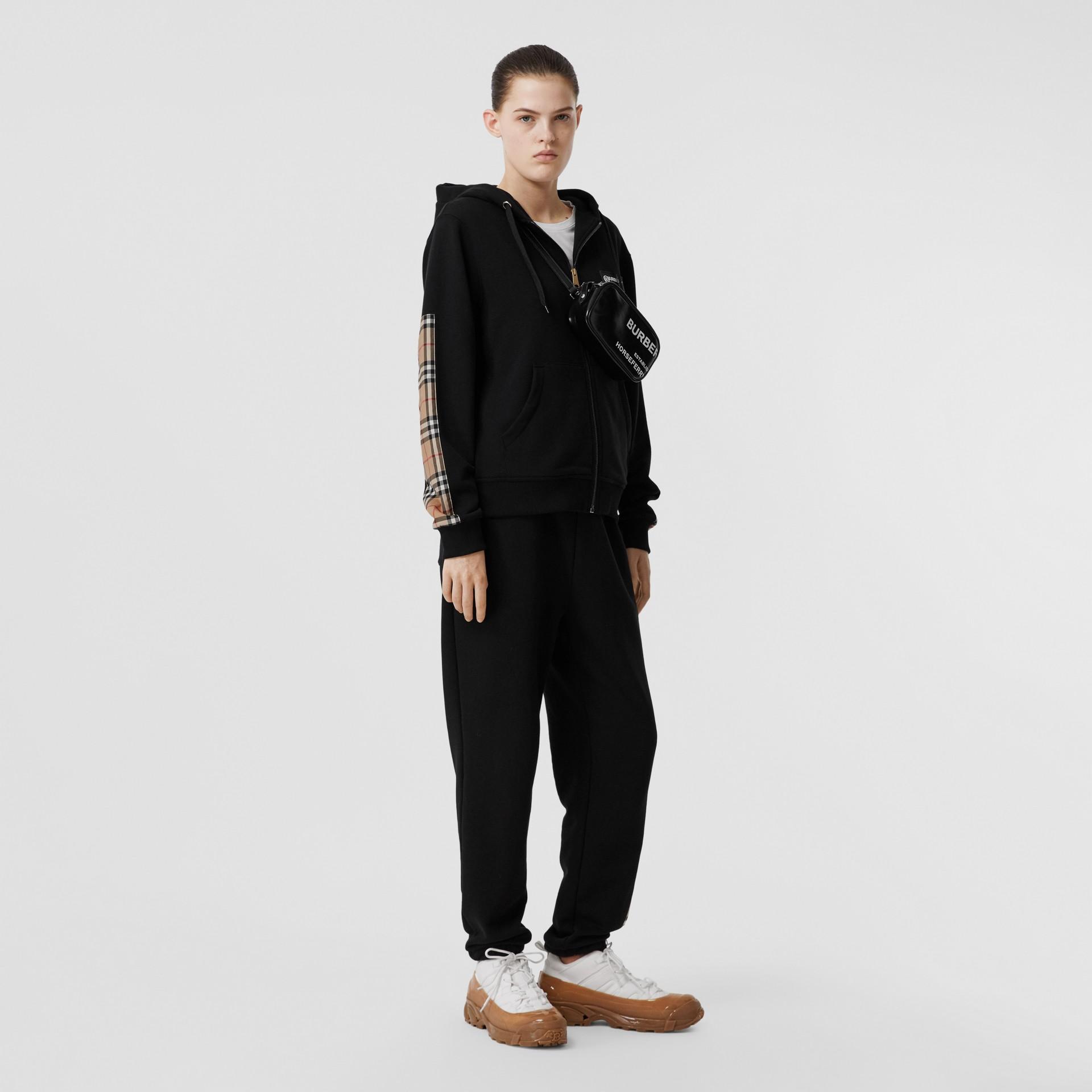 Vintage 格紋裁片棉質寬版連帽上衣 (黑色) - 女款 | Burberry - 圖庫照片 0