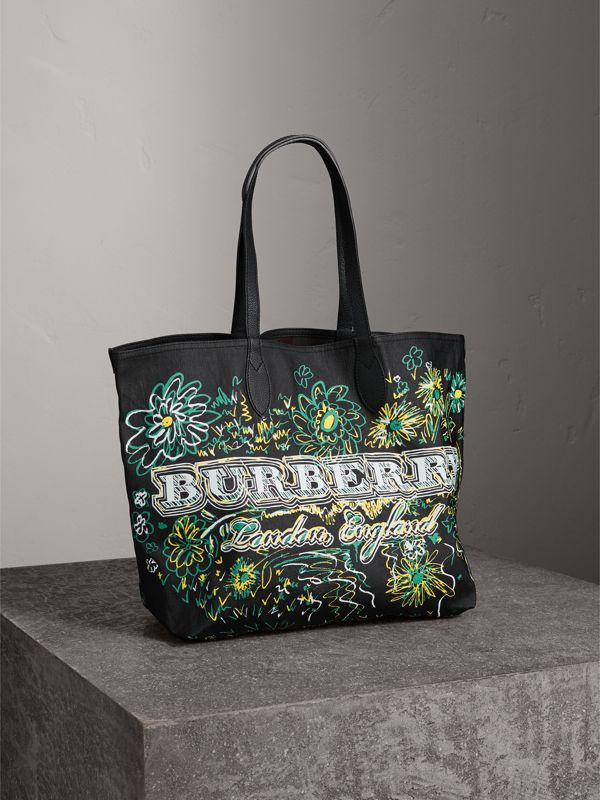 The Medium Reversible Doodle Tote in Black - Women | Burberry - cell image 2