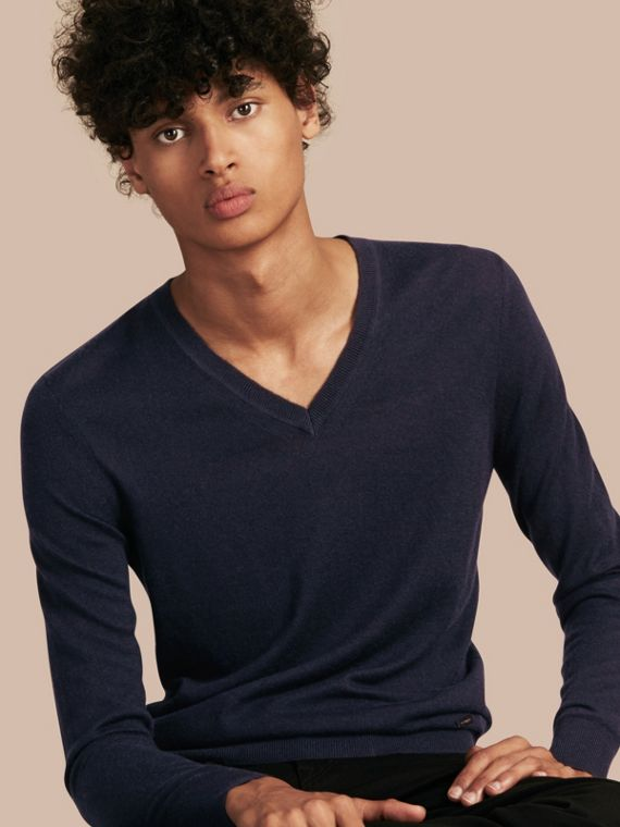 Suéter de cashmere com decote em V Azul Marinho