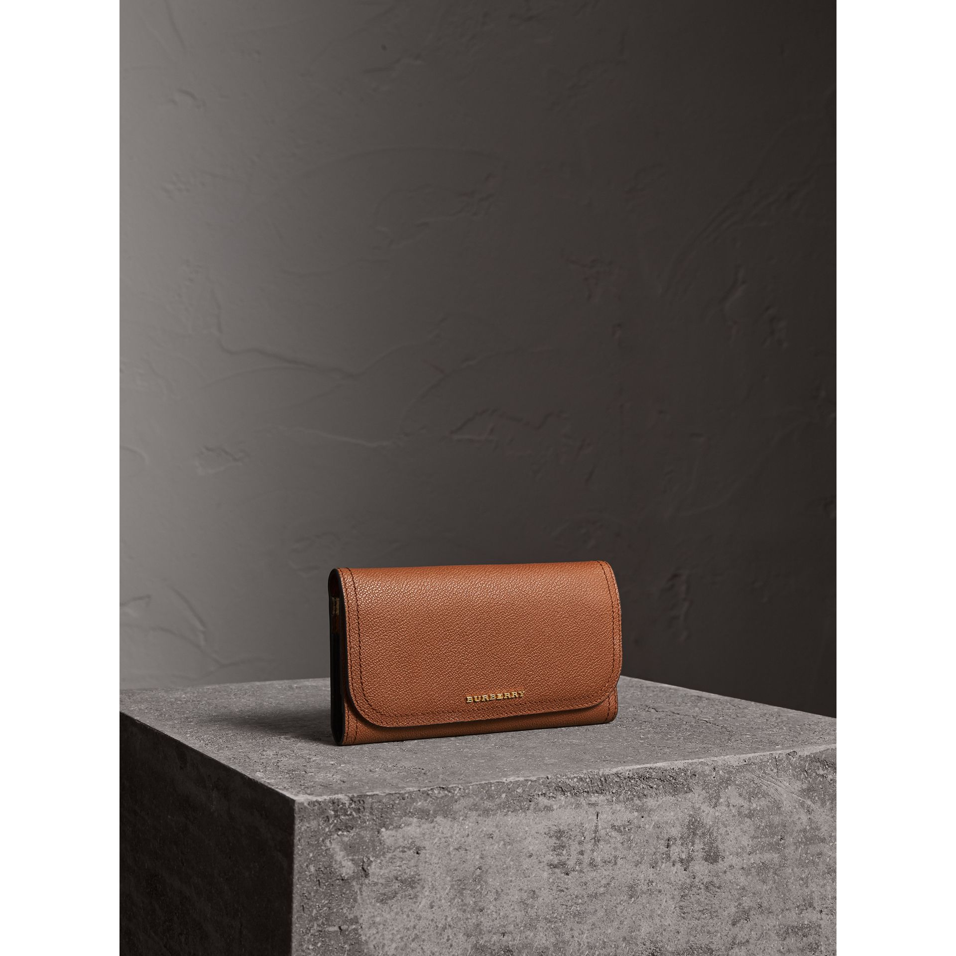 Two-tone Leather Continental Wallet and Coin Case in Bright Toffee/ Multi - Women | Burberry United Kingdom - gallery image 1