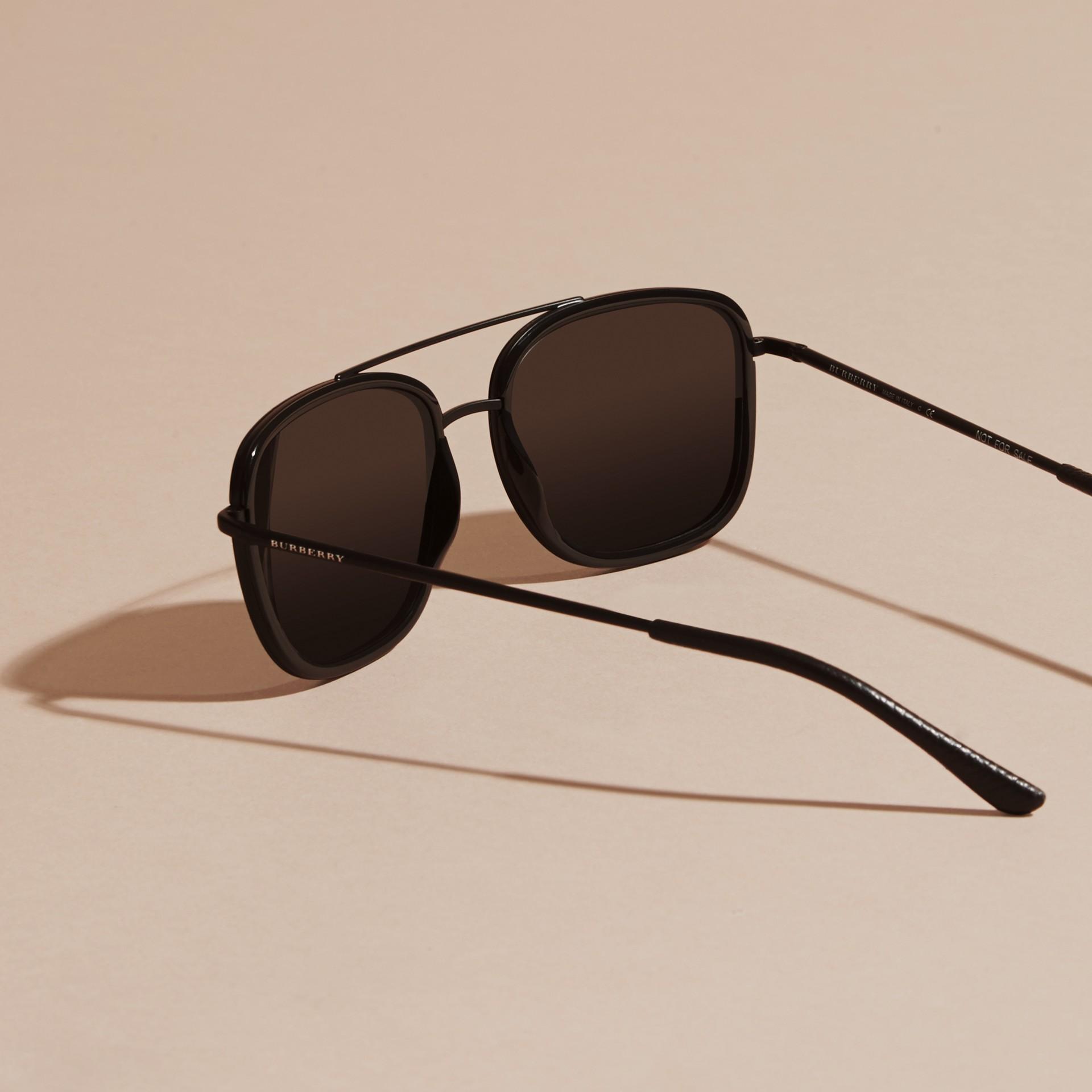 Nero Occhiali da sole con montatura squadrata in acetato e pelle Nero - immagine della galleria 5