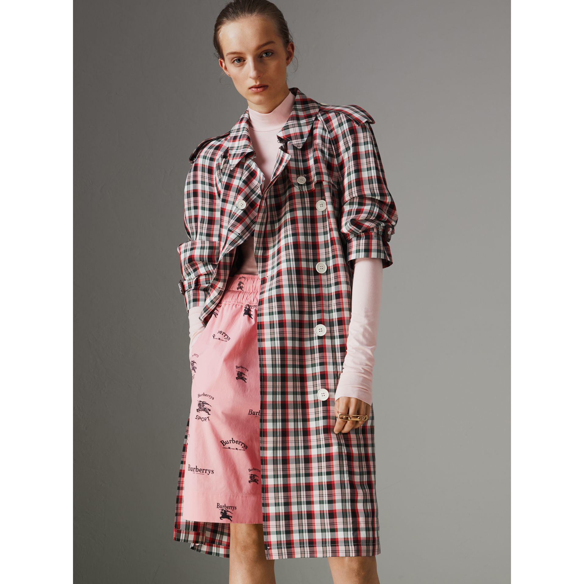 Trench décontracté à motif check (Rouge Vif) - Femme | Burberry Canada - photo de la galerie 5