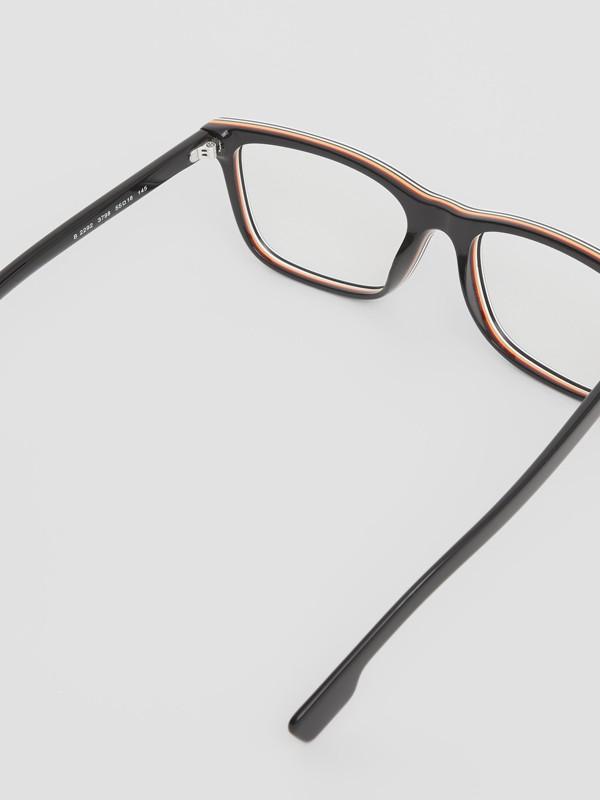 Óculos de grau com armação retangular e detalhe de listras icônicas (Preto) - Homens | Burberry - cell image 3