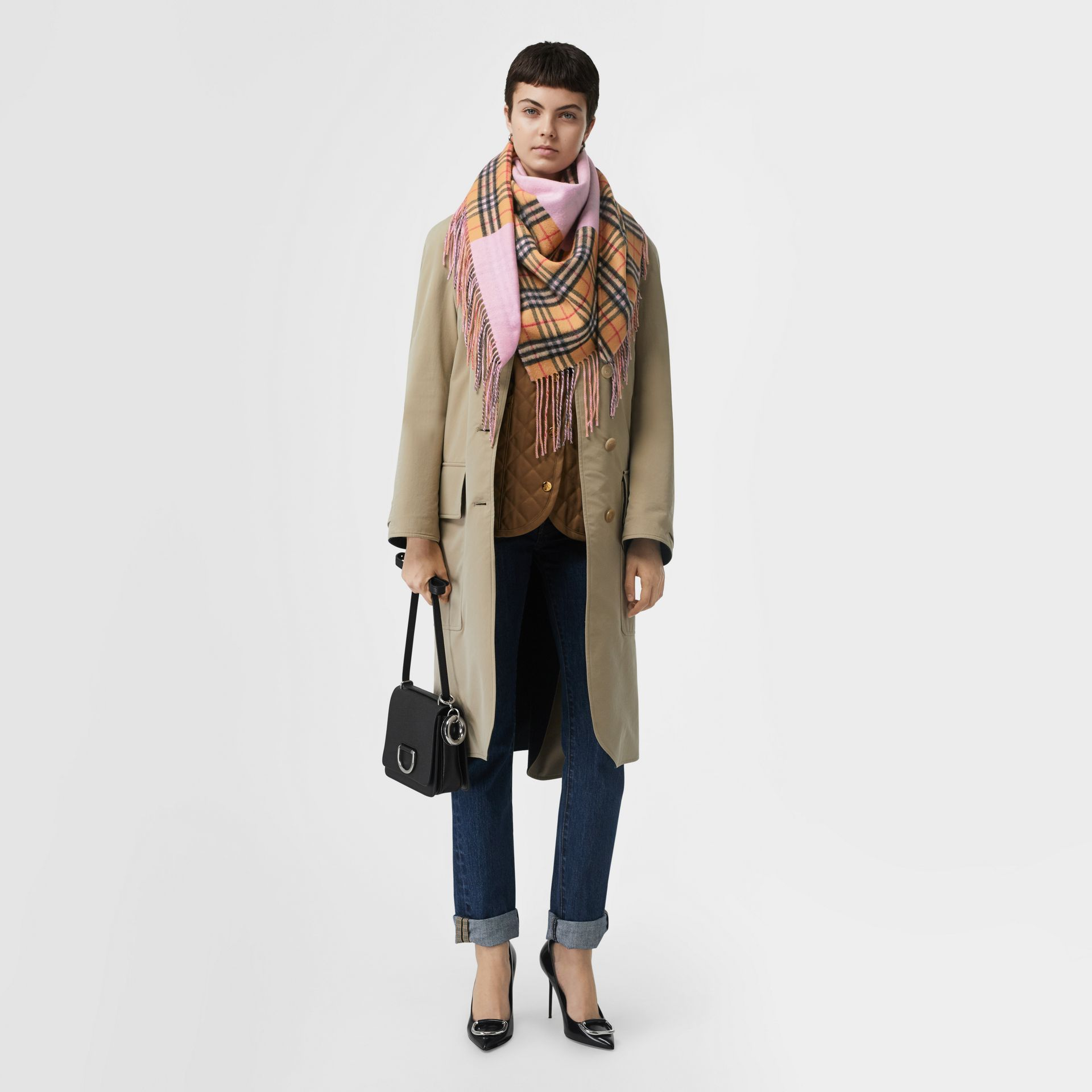 The Burberry Bandana in cashmere con motivo Vintage check (Rosa Pallido) | Burberry - immagine della galleria 5