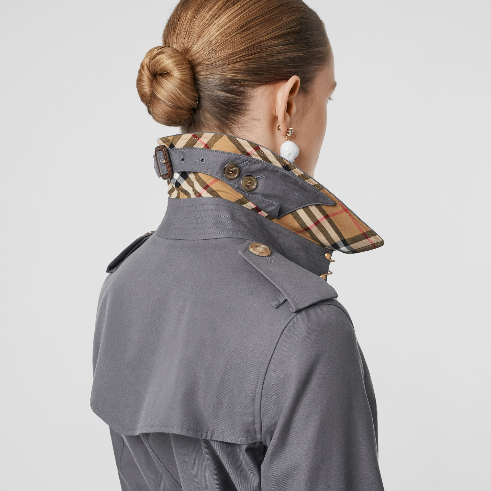 The Long Kensington Heritage Trench Coat in Mid Grey - Women | Burberry Singapore - gallery image 4