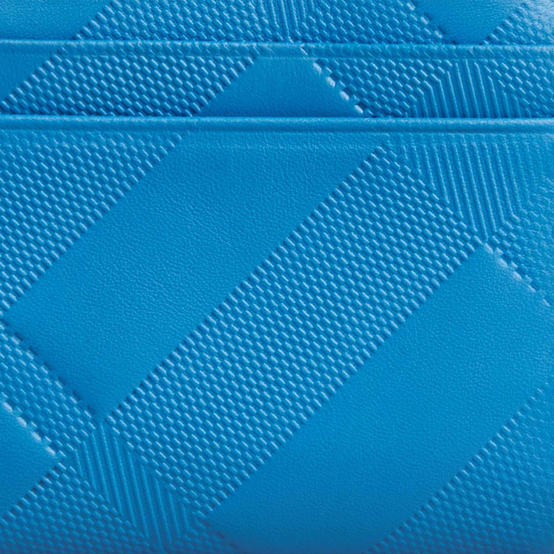 Azul azure Carteira dobrável de couro com padrão xadrez em relevo Azul Azure - galeria de imagens 2