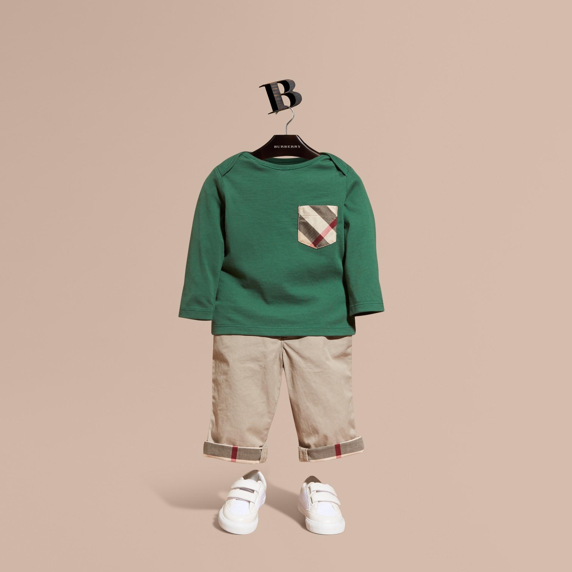 Verde foresta T-shirt a maniche lunghe con tasca con motivo check Verde Foresta - immagine della galleria 1