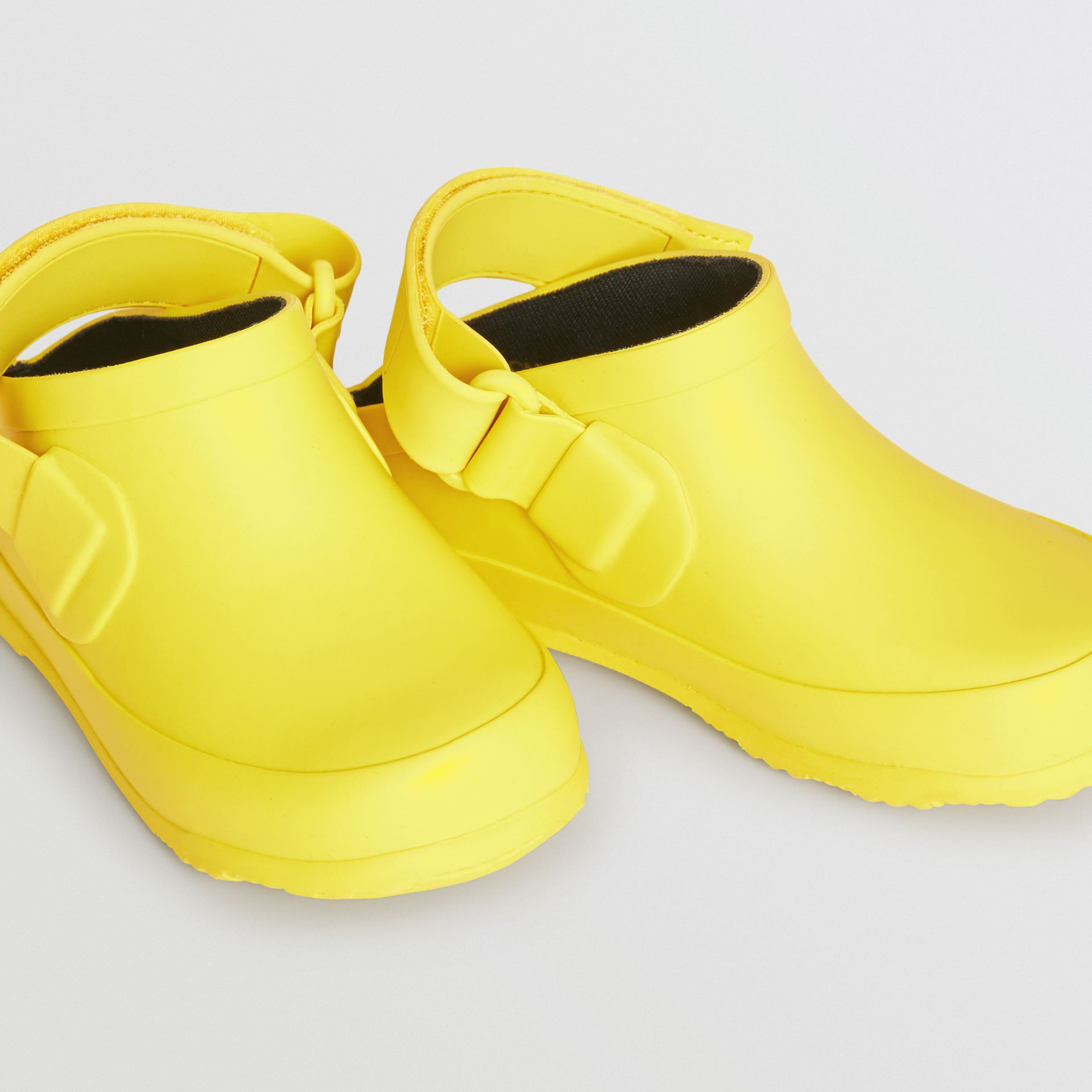 Check Detail Rubber Sandals in Citron - Children | Burberry - gallery image 1