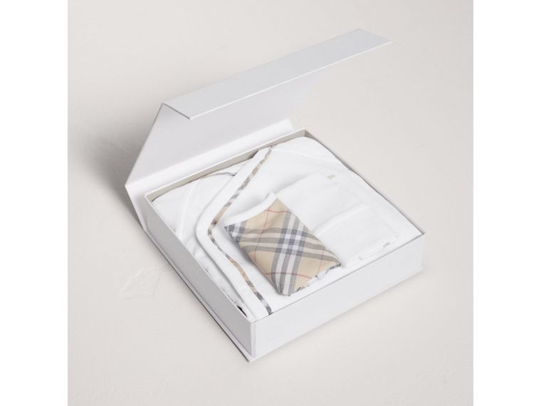 Check Cotton Three-piece Baby Gift Set in White - Boy | Burberry - cell image 2