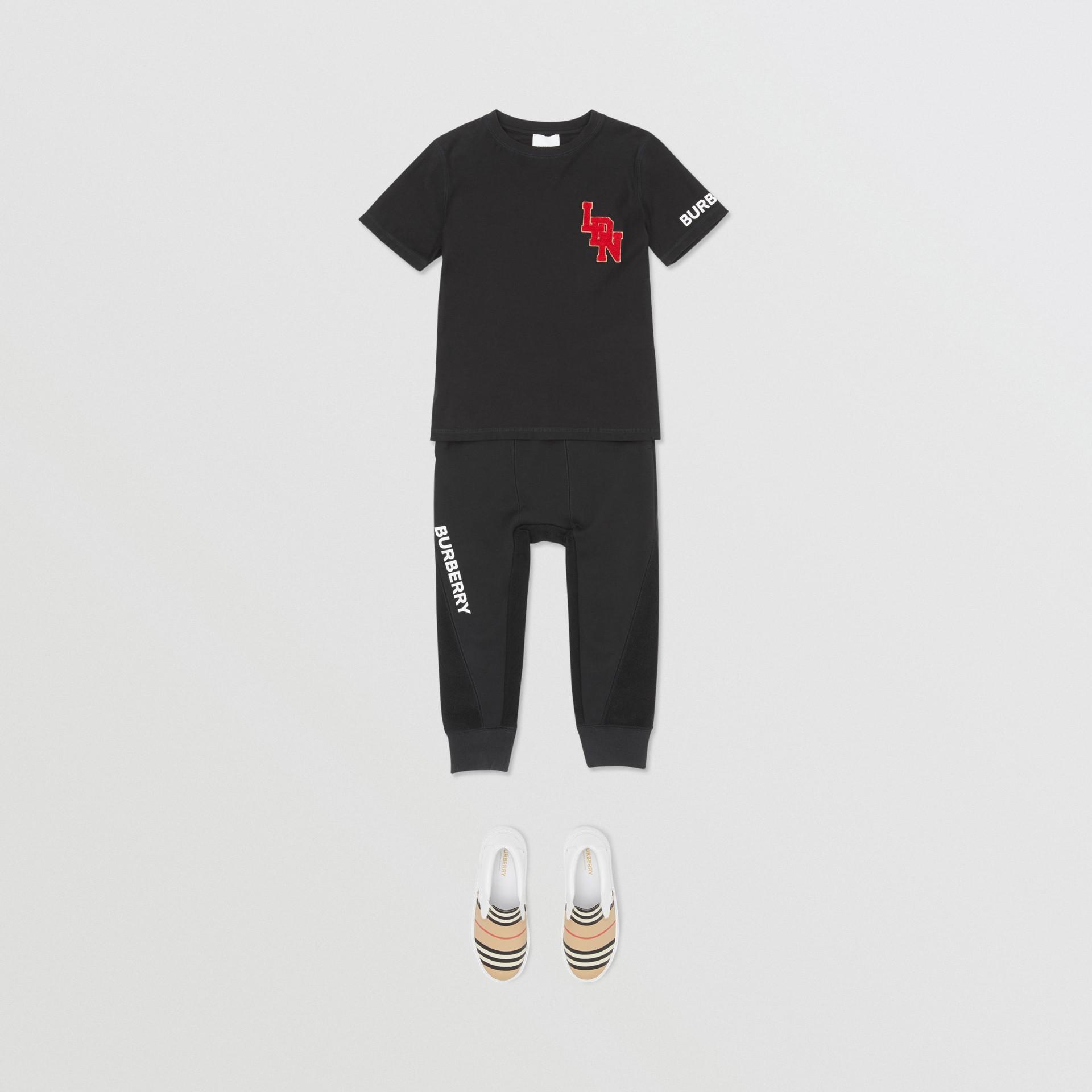 로고 그래픽 코튼 티셔츠 (블랙) | Burberry - 갤러리 이미지 2
