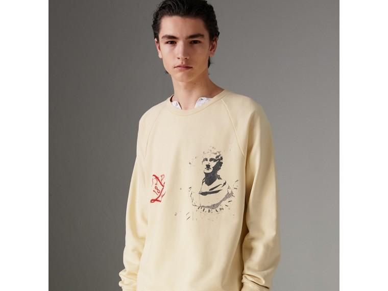 Sweat-shirt en coton avec portrait et logo imprimé (Jaune Pâle) - Homme | Burberry - cell image 2