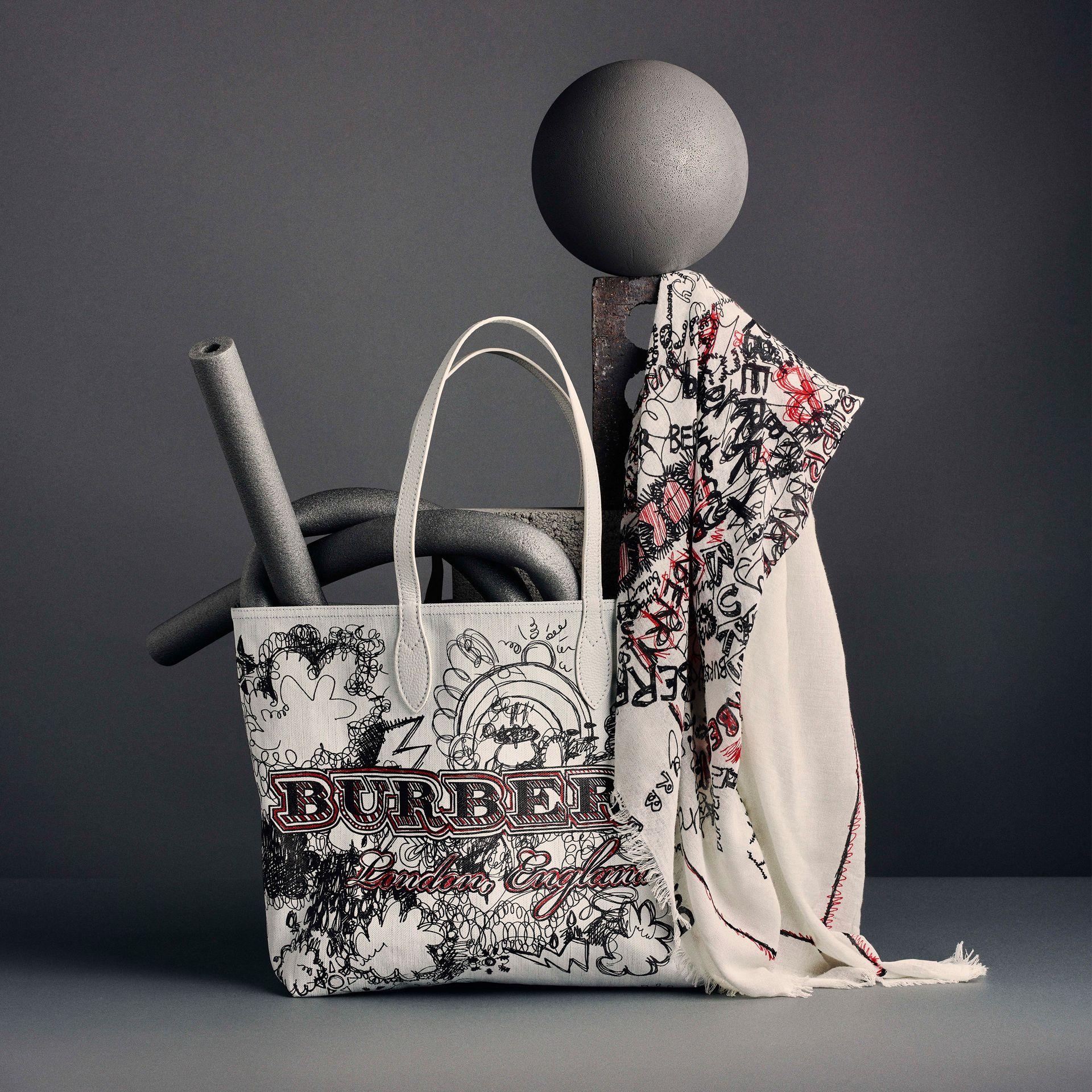 The Large Reversible Doodle Tote in Classic Check/white | Burberry Singapore - gallery image 9