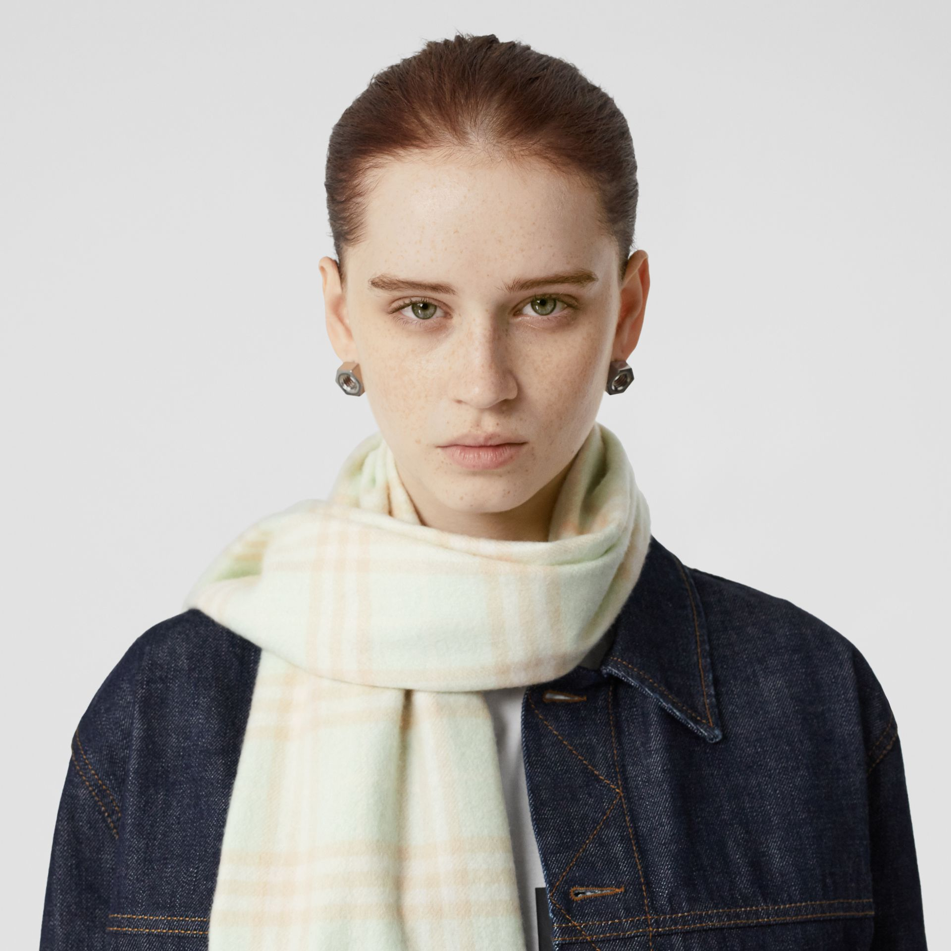 The Classic Vintage Check Cashmere Scarf in Pistachio | Burberry Singapore - gallery image 2