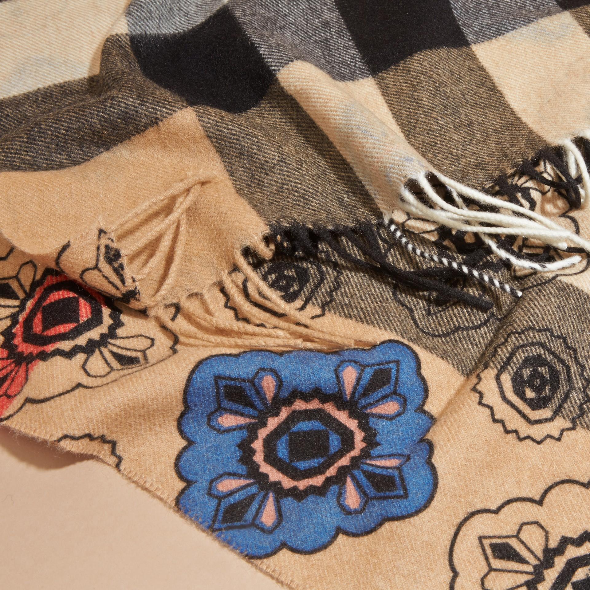 Двусторонний шарф с комбинированным принтом - изображение 5