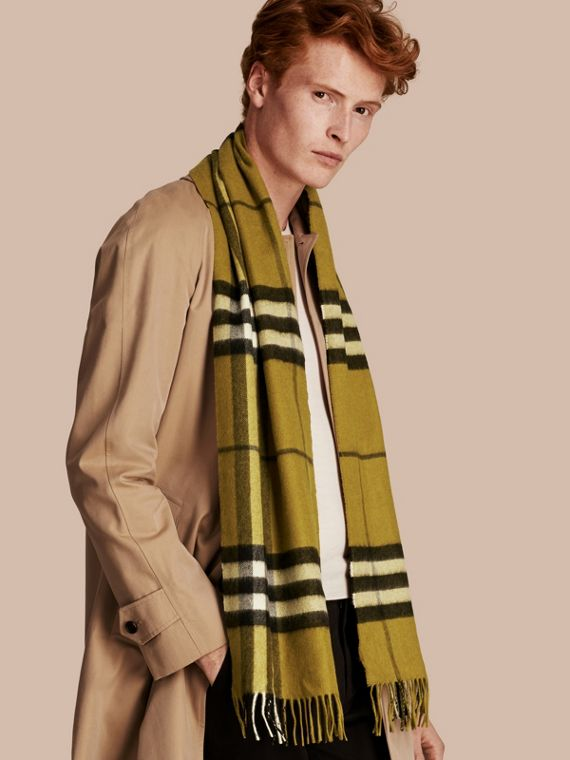 The Classic Cashmere Scarf in Check in Dark Lime - cell image 3