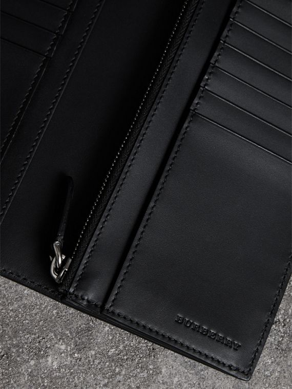 Grainy Leather Continental Wallet in Black - Men | Burberry - cell image 3