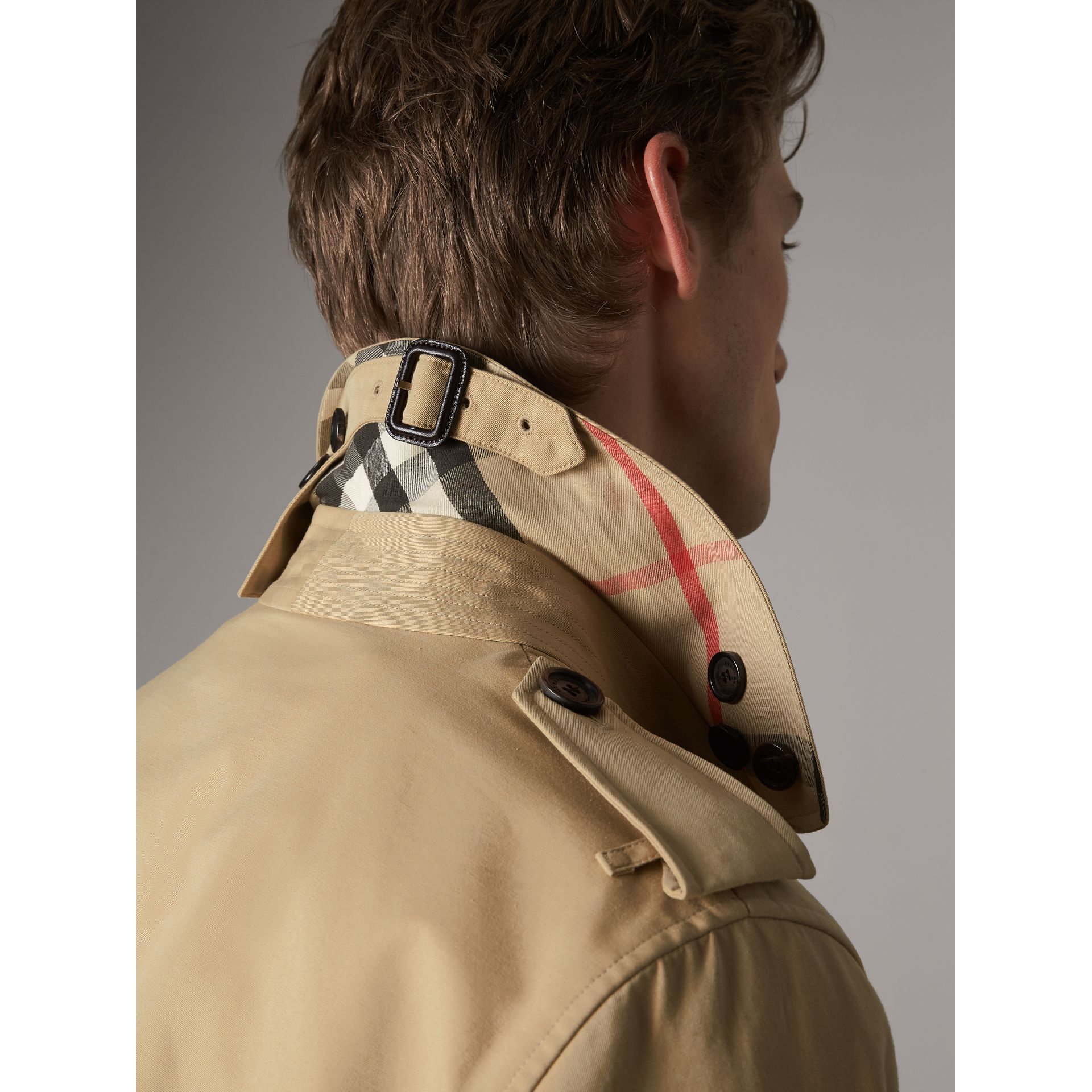 The Kensington – Trench Heritage mi-long (Miel) - Homme | Burberry - photo de la galerie 5