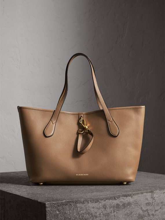 Medium Grainy Leather Tote Bag in Dark Sand