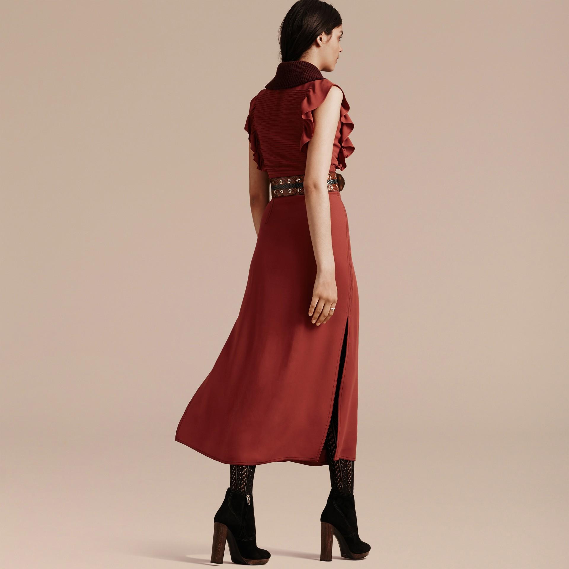 Vermelho canela Vestido camisa com pregas e babados - galeria de imagens 3