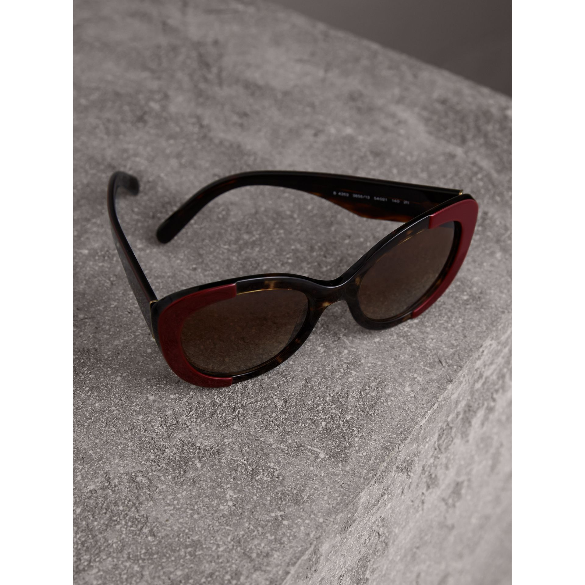 Round Frame Sunglasses in Burgundy - Women | Burberry Canada - gallery image 2