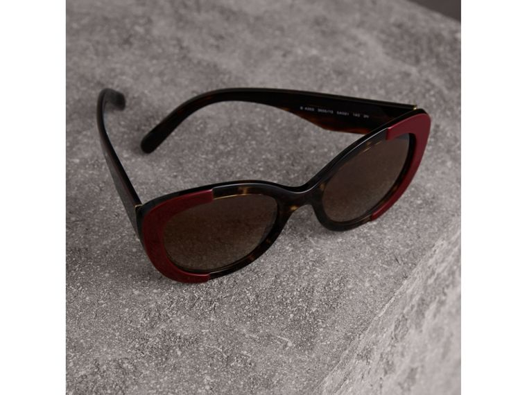 Round Frame Sunglasses in Burgundy - Women | Burberry United Kingdom - cell image 2