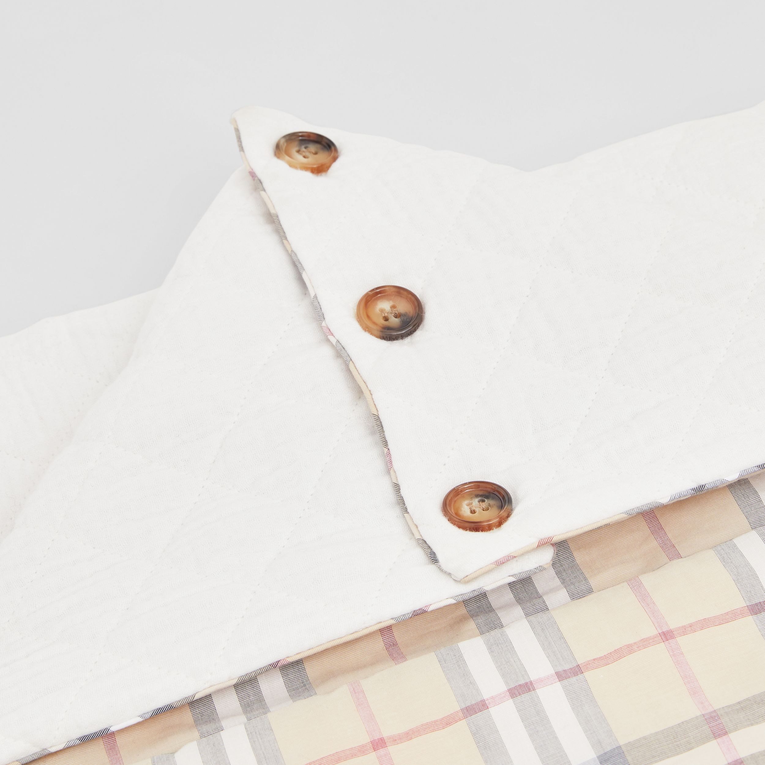 Vintage Check Cotton Baby Nest in White - Children | Burberry Hong Kong S.A.R. - 2