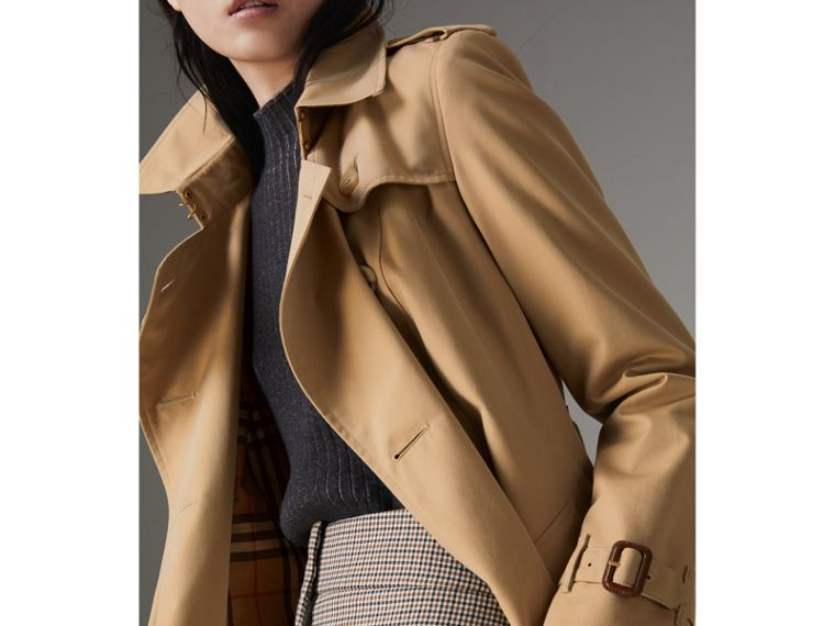 The Chelsea Heritage Trench Coat in Honey - Women | Burberry United Kingdom - cell image 4