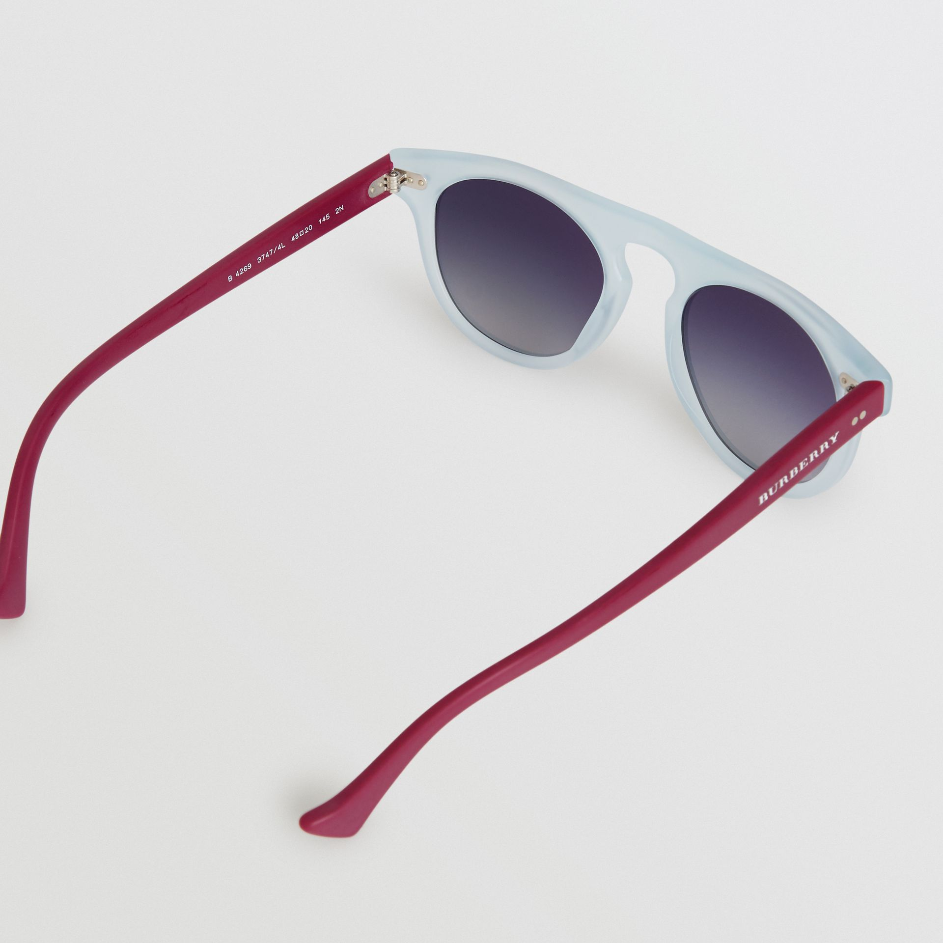 The Keyhole Round Frame Sunglasses in Light Blue | Burberry United Kingdom - gallery image 3