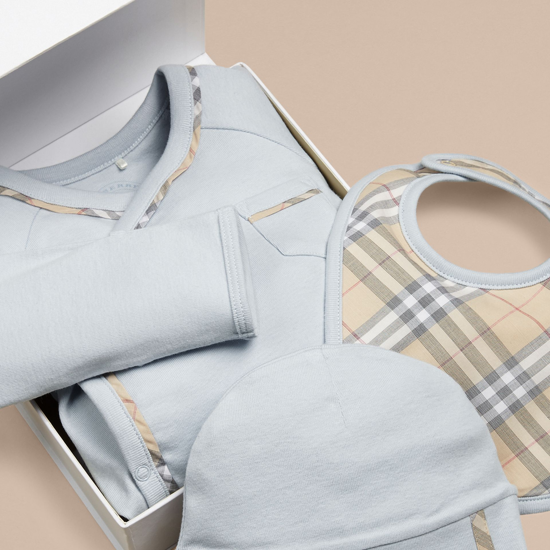 Check Cotton Three-piece Baby Gift Set in Ice Blue | Burberry Singapore - gallery image 2
