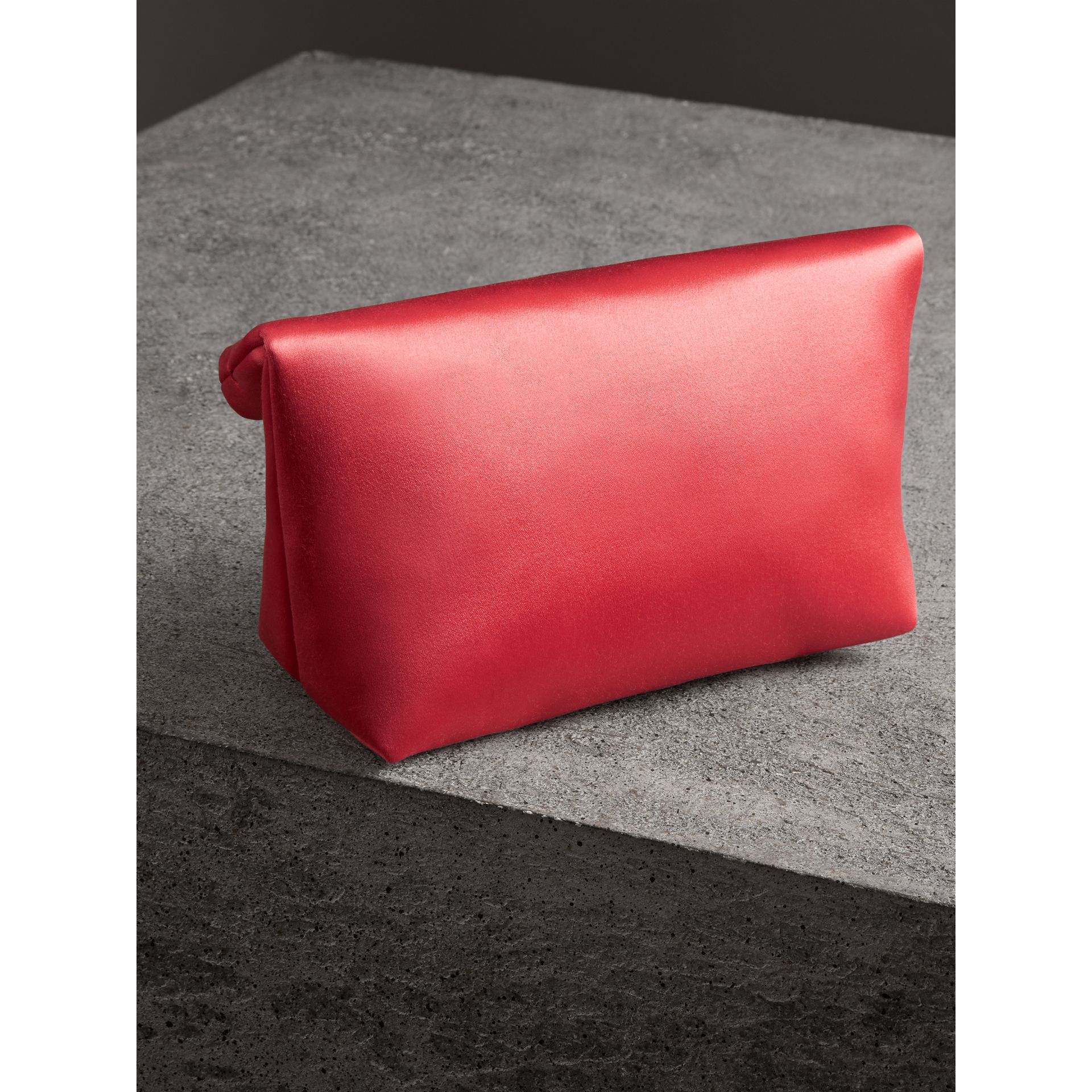 Petit clutch The Pin en satin (Cannelle Pâle) - Femme | Burberry Canada - photo de la galerie 4