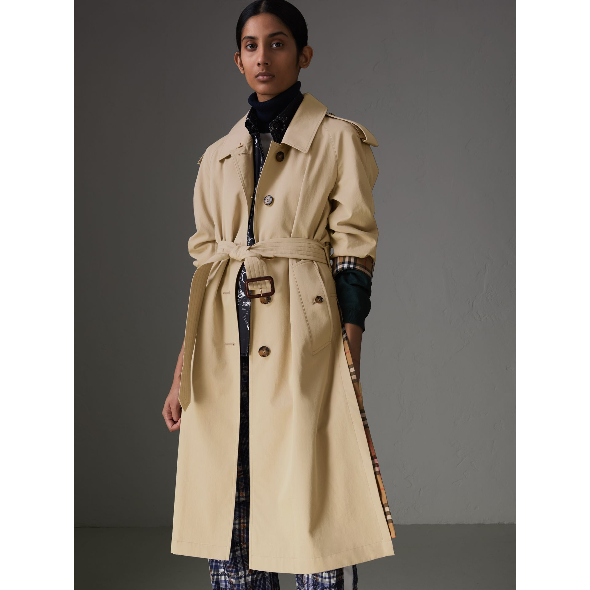 Side-slit Tropical Gabardine Trench Coat in Antique Taupe Pink - Women | Burberry United States - gallery image 4